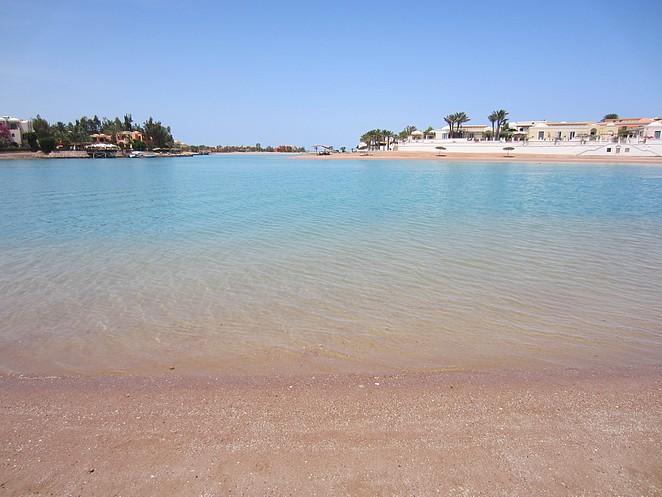 strand bij panorama-bungalows-el-gouna