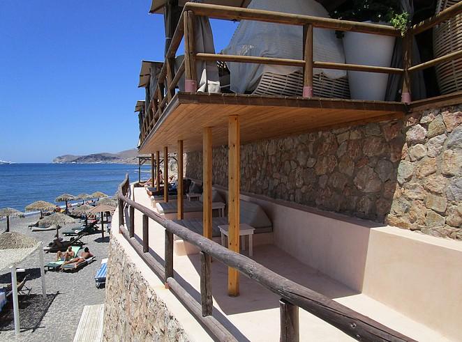 loungebanken-bij-strandtent