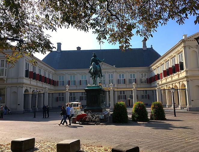 standbeeld-paard-paleis-noordeinde