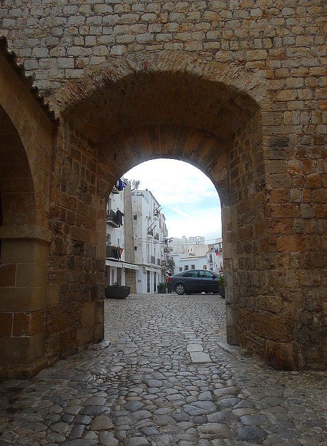 oude-stadsmuur-ibiza-stad