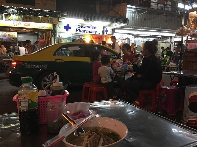 eten-op-straat-in-bangkok
