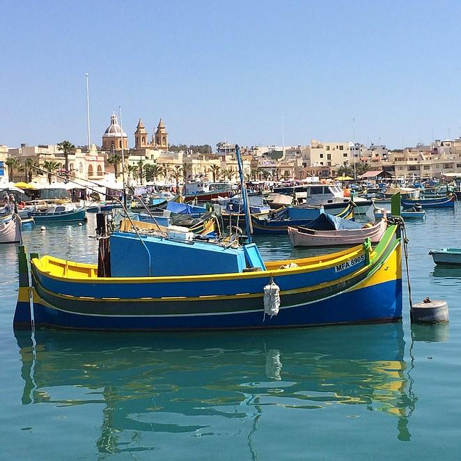 Marsaxlokk: vissersdorp met kleurrijke bootjes