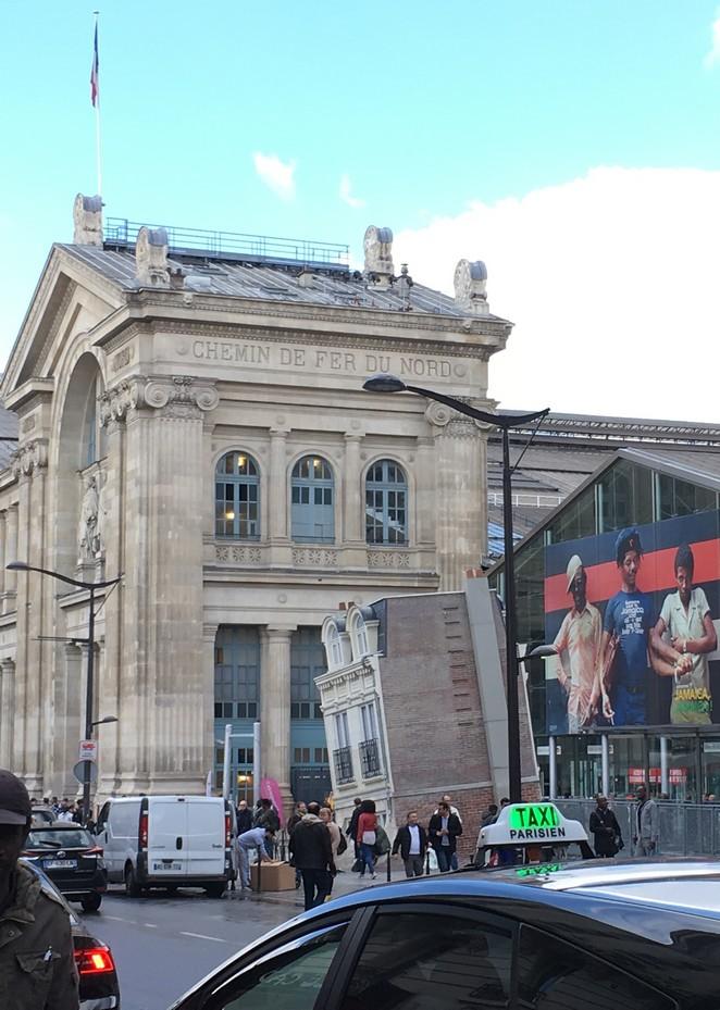 scheef-gebouw-station-parijs
