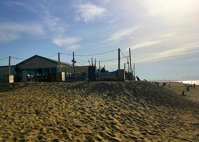 flamengos-strandtent-kijkduin-zandmotor