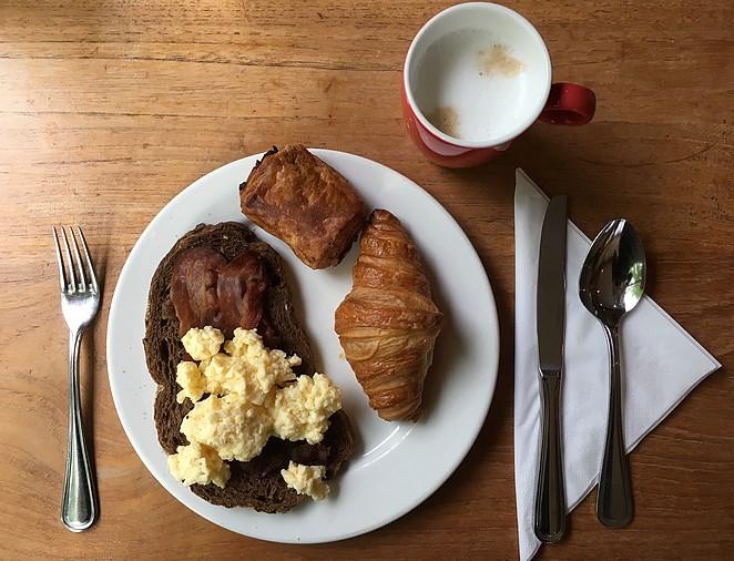 ontbijt-scrambled-eggs