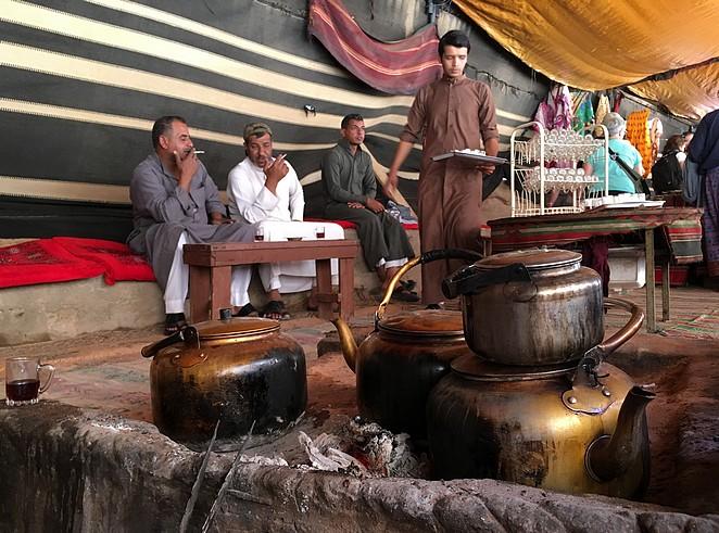 thee-drinken-woestijn-wadi-rum