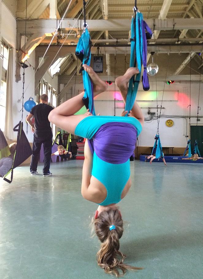 leuk-kinderfeestje-denhaag-yoga-swing