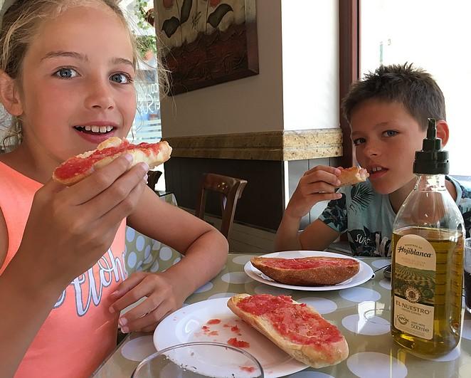 brood-met-tomaat-en-olijfolie