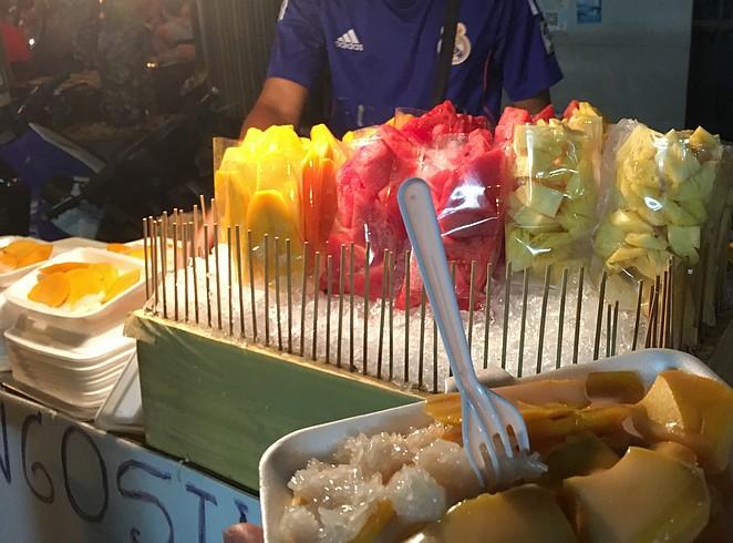 bangkok-met-gezin-eten