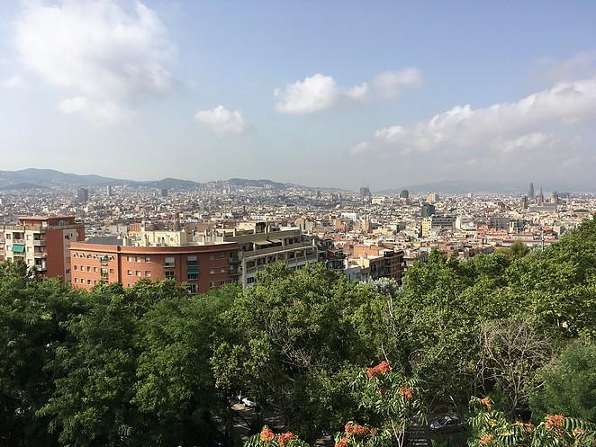 uitzicht-barcelona-vanaf-zwembad
