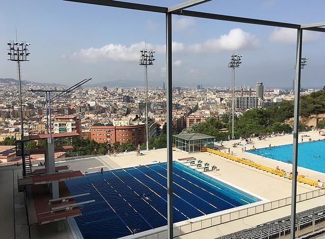 zwembad-met-duikplanken-barcelona