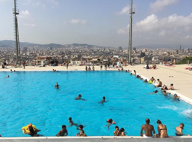 zwembad-met-mooi-uitzicht-barcelona