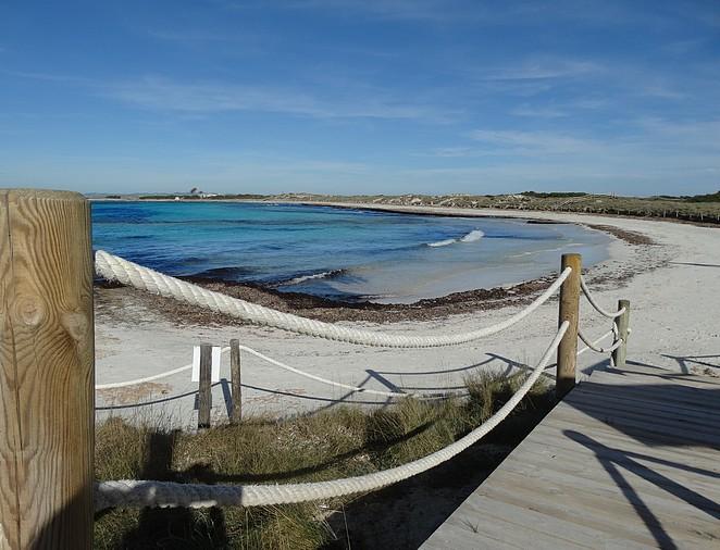 verlaten-strand-formentera