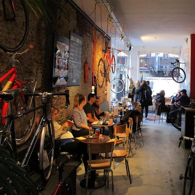 Lola Bikes & Coffee: fietsenwinkel, wielercafé en koffiebar inéén