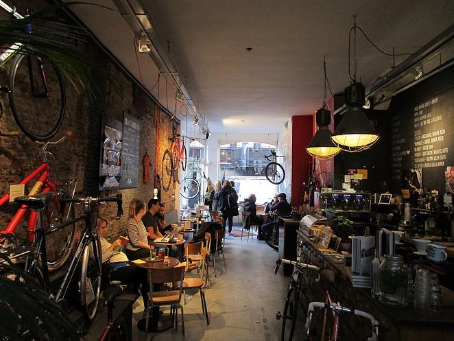 lola-bikes-coffee-hotspot