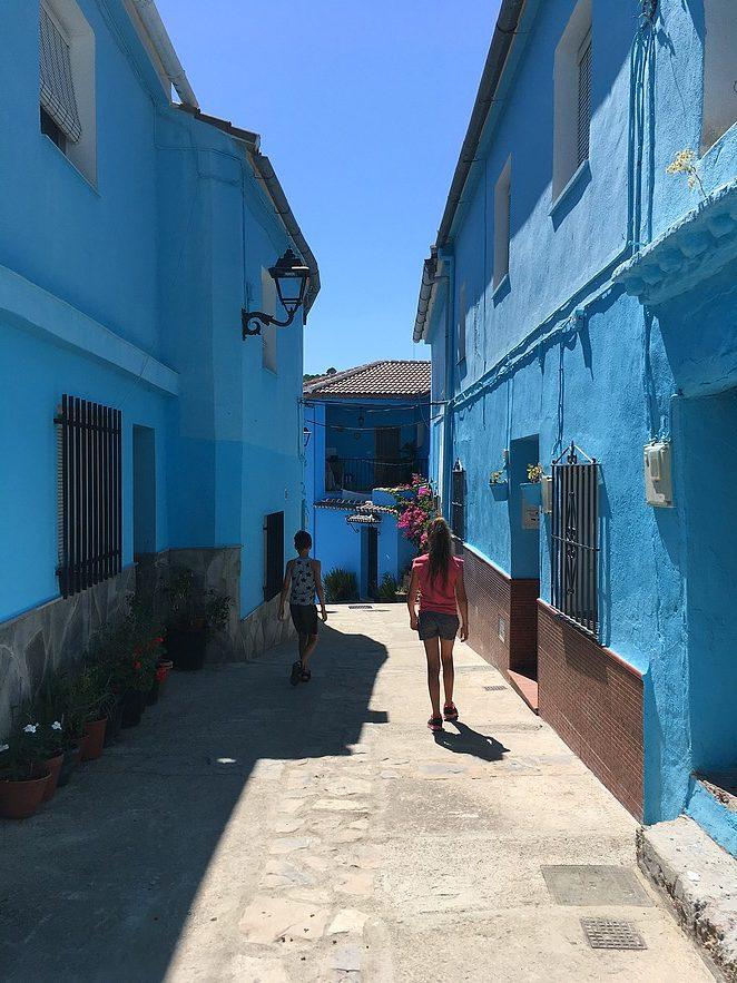 blauw-dorp-in-Spanje