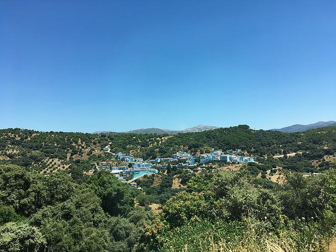 blauw-dorpje-in-spanje