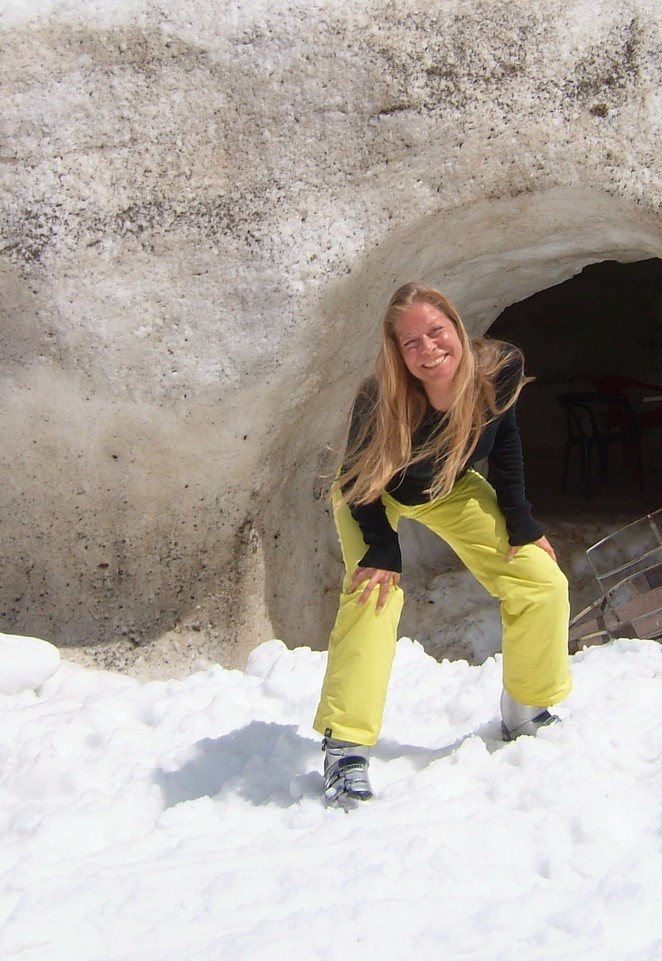 cave-avoriaz-iglo