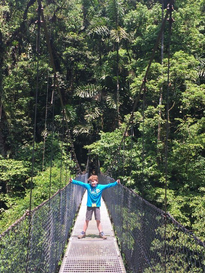 costa-rica-met kinderen-hangbrug