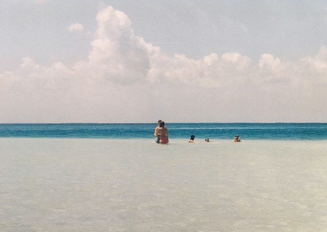 cuba-met-kinderen-strand