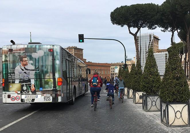 kidseropuit-op-de-fiets-in-rome