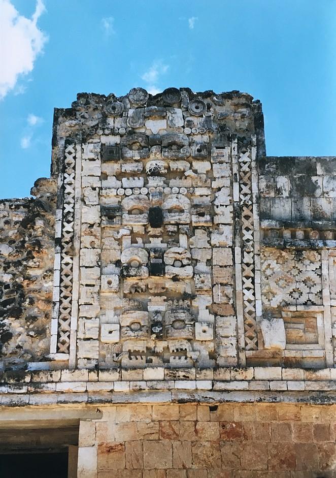 tempels uxmal-mexico-met-kinderen