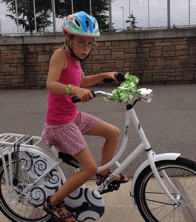 met-helm-op-fietsen