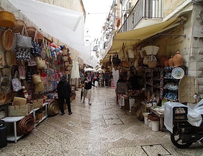 toeristisch-straatje-bari