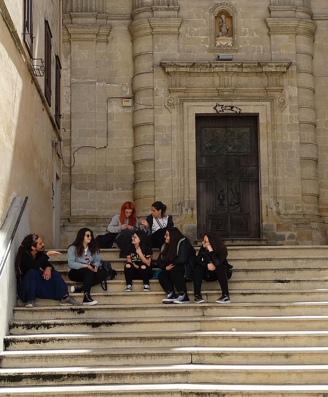 italiaanse-toeristen-matera