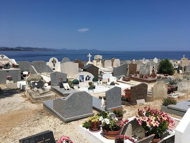 kerkhof-saint-tropez