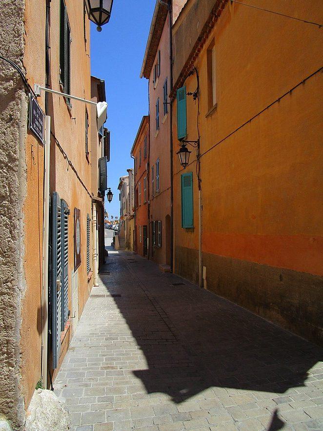 mooie-straat-saint-tropez