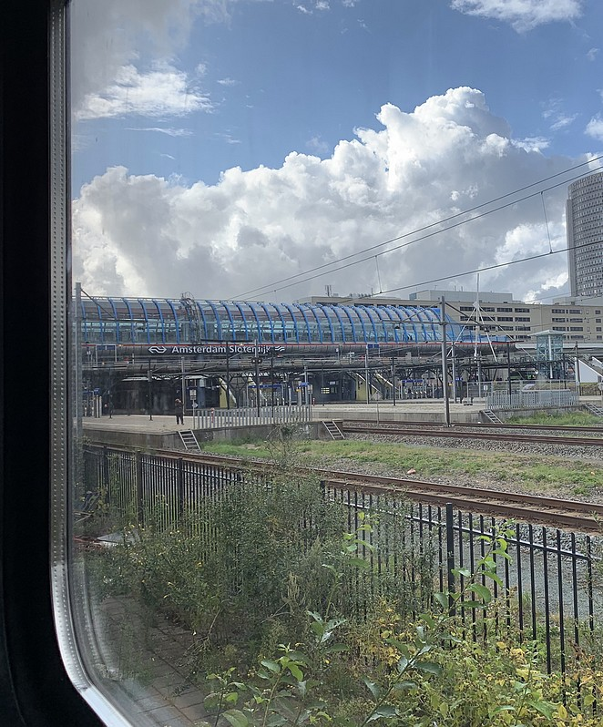 train-lodge-amsterdam-sloterdijk
