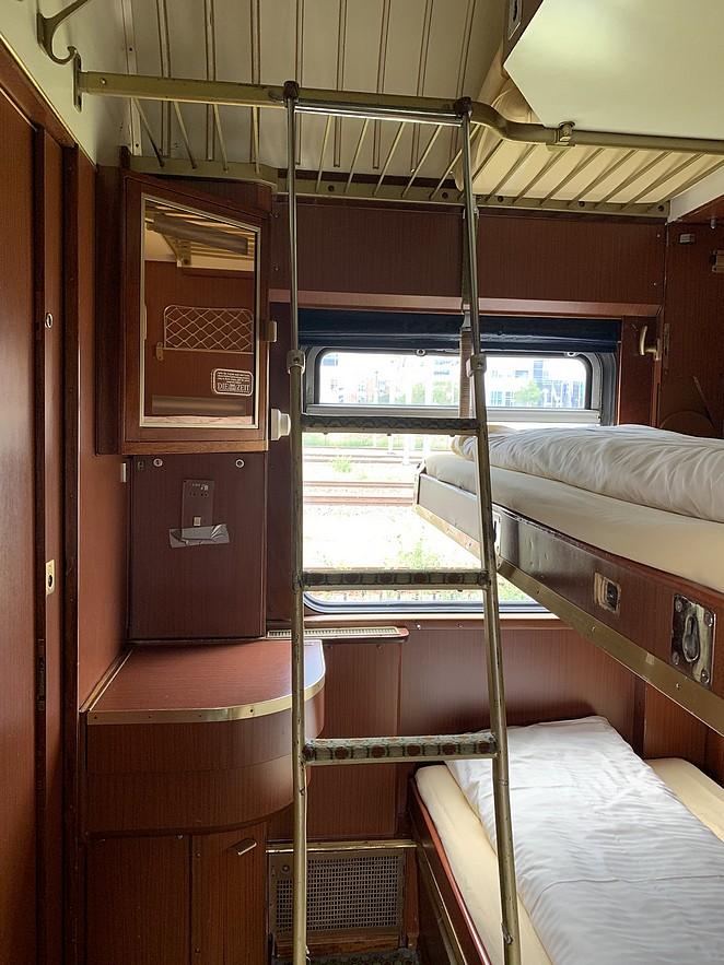 train-lodge-bedden