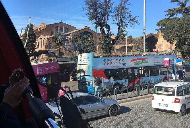 hop-on-hop-off-bus-rome