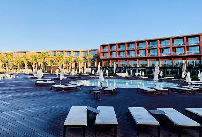 mooi-hotel-met-zwembad