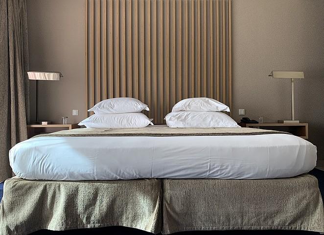 vidamar-hotel-bed