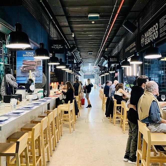 Time Out Market Lisboa: trendy foodhal in Mercado da Ribeira