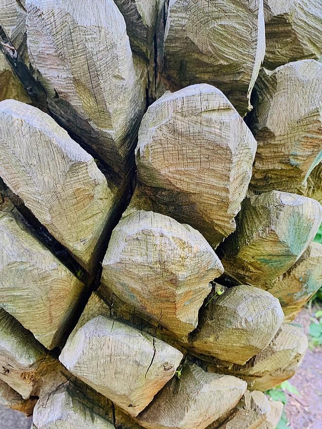 dennenappel-houtsnijwerk