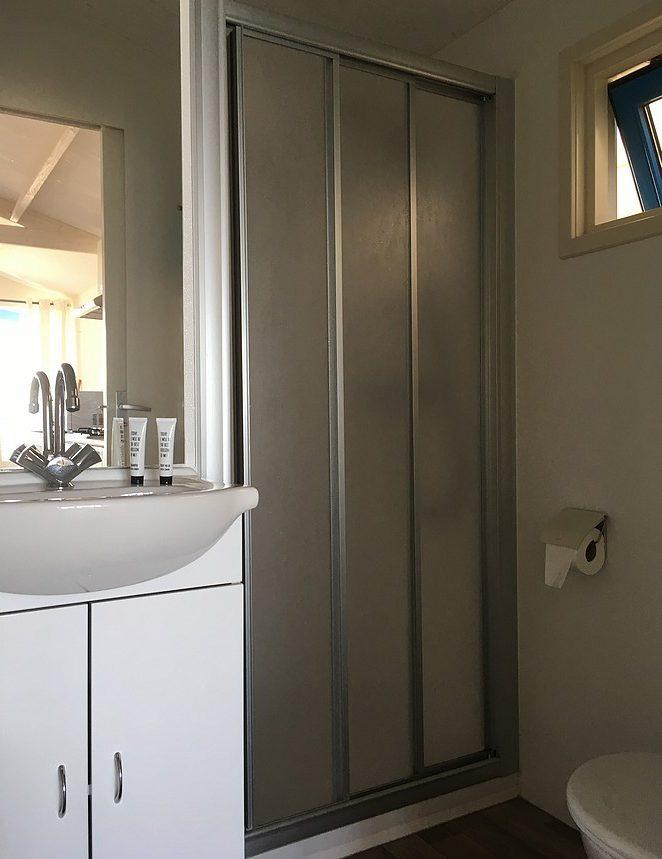 strandhuisje-badkamer