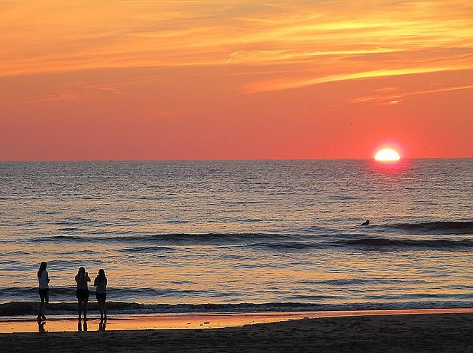 strandhuisje-zonsondergang