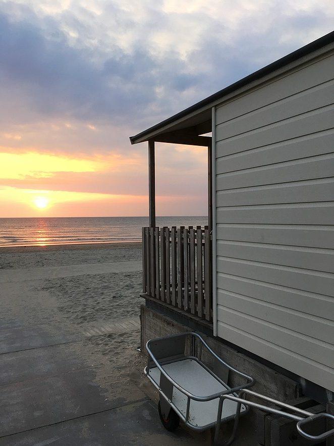 zonsondergang-strandhuisje-bolderkar