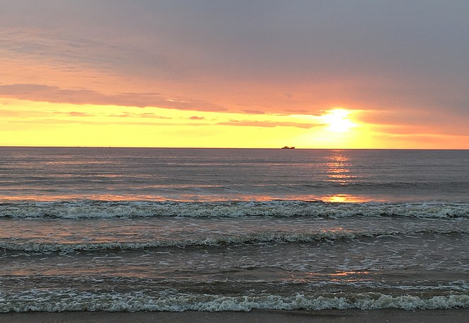 zonsondergang-strandhuisje
