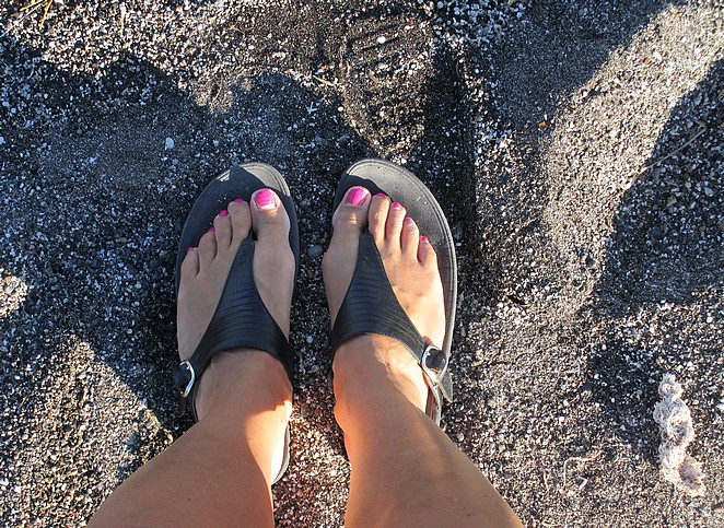 slippers-strand