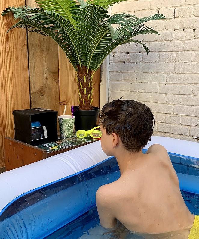 filmpje-kijken-in-bad