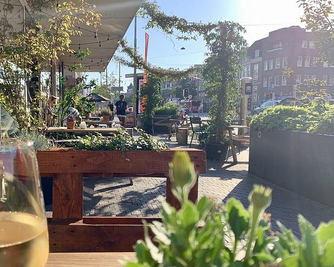 terras-grote-marktstraat-den-haag