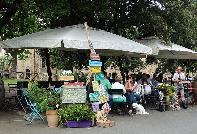 piazza-alberto-bolgheri