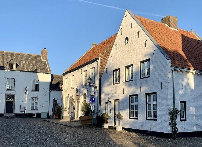 stadje-met-witte-huizen