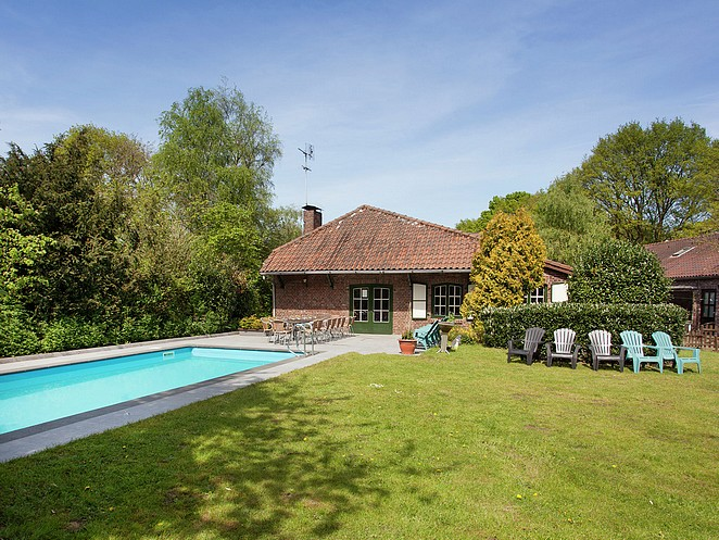 vakantiehuis-met-zwembad-in-limburg