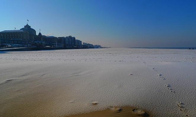 strand-scheveningen-sneeuw