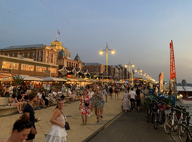 boulevard-scheveningen-avond